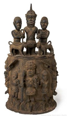 Altar of the Hand. 18th-19th century. Benin, Nigeria. These altars were dedicated to an important personality: senior office-holders, dignitaries, soldiers, forging and carvers, but also the Oba and Iyoba. They served to glorify his owner and was only cast if someone had reached a lot in his life. The hand that repeatedly shows up at the bottom of the base as a symbol, in the culture of Benin is a symbol of prosperity and owned and used for someone who has amassed wealth through his hands.