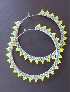 Créoles argentées brodées de perles Miyuki : Boucles d'oreille par les-bijoux-de-mini-nel