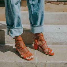 Suede Sandals, Suede Heels, Sandal Heels, Look Fashion, Womens Fashion, Looks Street Style, Inspiration Mode, Comfy Shoes, Me Too Shoes