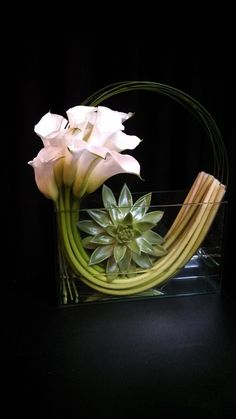 Unusual and modern calla lily and succulent flower arrangement - OVANDO #callalily #modern #centerpiece