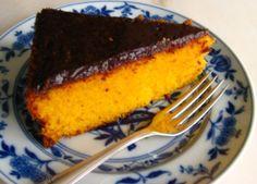 Cinco Quartos de Laranja: Bolo de cenoura com cobertura de chocolate