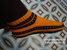 Вязаные спицами тапочки. Работы Татьяны вязание и схемы вязания Knitting Socks, Knitting Needles, Neon Accessories, Knitting Patterns, Crochet Patterns, Knitted Slippers, Mittens, Tatting, Knit Crochet