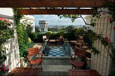 Les Jardin Plein Ciel restaurant, near Arc de Triomphe! Kleber, 75016 Paris - once again would love this as my terrace! Hotel Raphael Paris, Grand Parasol, Paris Balcony, Paris Rooftops, Parasols, Rooftop Terrace, Terrace Hotel, Nature View, Paris Travel