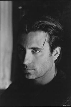 Andy Garcia... beautiful... he should have used his Spanish name though... Andreas.