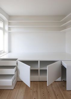 10 Ways To Make Your Own Platform Bed (with Storage!) - Craft Coral, Platform Beds with Storage Bedroom Storage Ideas For Clothes, Bedroom Storage For Small Rooms, Diy Storage Bed, Storage Hacks, Beds With Storage, Small Room Storage Ideas, Storage Solutions, Ikea Small Bedroom, Bedding Storage