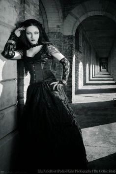 2569750e89351 Le Blog Gothic Shop  Ella Amethyst - Pedro Planète Photographie - Alvira  par Sinister Dark
