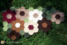 Free charted pattern for little hexagons in this Grandmother's Flower Garden Throw