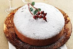Η Βασιλόπιτα Σμυρνέικη είναι η πιο απλή και η πιο γευστική από όλες τις παραλλαγές της βασιλόπιτας. Μην ξεχάστε να βάλετε το νόμισμα