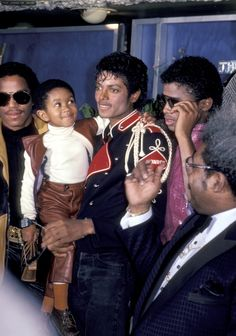 Marlon Jackson, Emmanuel Lewis, Michael Jackson, Randy Jackson, and Don King at Victory Tour Press Conference in Romania (November 30, 1983.)