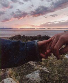 s, fotoshoot и liefde. Photo Couple, Love Couple, Couple Goals, Cute Relationships, Relationship Goals Pictures, Couple Aesthetic, Aesthetic Pictures, The Love Club, Fotos Goals