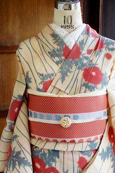 "shimaiya: "" 丁子色地に立涌模様とアザミの花が美しい麻縮風夏着物 - アンティーク着物/リサイクル着物のオンラインショップ ■□姉妹屋□■ 丁子色のようなブラウンがかった自然なベージュ地に、優美な曲線を描く立涌縞と、愛らしい薊の花もようが織り出された麻縮風の夏着物です。 """