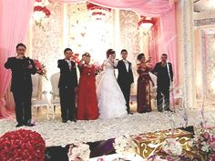Felixmc was leading a wedding toast for the couple from Taiwan and Indonesia. mc-entertainment by felixnfriendsmc.com
