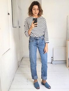 Breton, blue jeans & blue mules | Brittany Bathgate | @styleminimalism Look Fashion, Daily Fashion, Chic Outfits, Pretty Outfits, Mountain Fashion, Looks Cool, Minimalist Fashion, Trending Outfits, Normcore