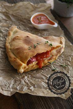 Kapalı Pizza – Calzone nasıl yapılır ?  Tarifin püf noktaları, binlerce yemek tarifi ve daha fazlası...