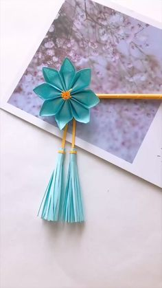 Cool Paper Crafts, Paper Flowers Craft, Paper Crafts Origami, Flower Crafts, Paper Crafting, Diy Paper, Diy Crafts Hacks, Diy Crafts For Gifts, Diy Arts And Crafts