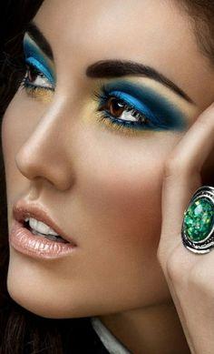 augen make up mit vielen farben