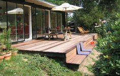 Slip for at rykke rundt med havemøbler - brug i stedet terrassens trin som bænk og afslappet siddeplads. *Terrasse i træ*