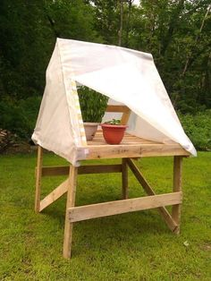 An inexpensive way to start some seeds or over winter greens, this mini pallet greenhouse will only set you back about $5! Holds up to 50 seedling pots!