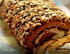 Рулет медовый с карамелью и арахисом Cake Roll Recipes, Dessert Recipes, Russian Desserts, Sweet Pastries, Rolls Recipe, Cookie Desserts, Baking Recipes, Bakery, Deserts