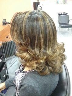Love these curls and layers Medium Hair Cuts, Long Hair Cuts, Medium Hair Styles, Curly Hair Styles, Long Layered Haircuts, Haircuts For Fine Hair, Hair Issues, Hair Flip, Shoulder Length Hair