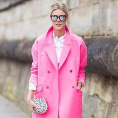 Mirror sunglasses x Christian Louboutin clutch @sofievalkiers #style #street #styling #stylish #streetstyle #streetfashion #fashion #fashionable #pink #neon #mirror #mirrorsunglasses #coat #clutch #bag #christianlouboutin #luxury #luxurybags