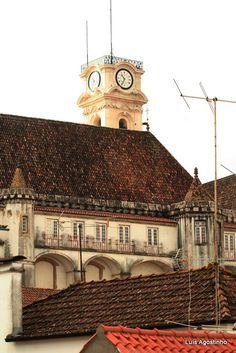 Universidade de Coimbra Por Luís Agostinho