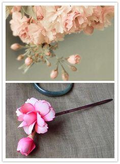 最近新收的发簪,那颤颤儿的一簇垂枝粉樱,似引来三月熏风。花绽发间,冬未过,春已至。from 淘宝 景木花雕