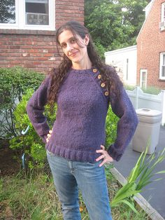 Button Me Up Pullover by Laura Chau (aran 15st/20r)