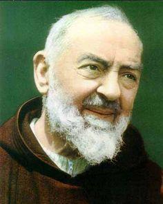 St. Padre Pio:   Caro Padre Pio, vi chiedo di pregare per noi per ricevere una benedizione della Divina Provvidenza. Tu, che sentiva il dolore dei poveri, in modo che non ci manca rifugio, cibo e sostentamento. Vi chiedo: pregate per noi, per favore.