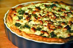 Quiche with Broccoli, Spinach & Cashew Nuts. La pasta hojaldrada la compras en cualquier panadería grande, es barata, rinde mucho. Si no encuentras queso de cabra, usa edam o gouda.Puedes hacer uno de champiñones, tocino y poro...o uno dulce!