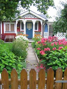 love the front porch Swedish Cottage, Urban Cottage, Cute Cottage, Red Cottage, Cottage Style Homes, Garden Cottage, Cottage Living, Scandinavian Cottage, Small Cottages