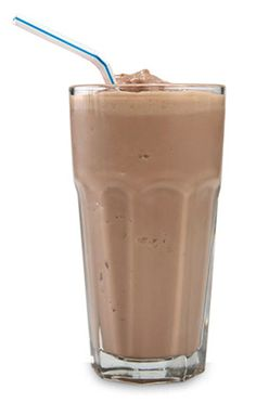 Store-bought shakes can be overpriced, packed with sugar, and low on protein. Blend your own at home and fuel your muscles the right way Smoothie Drinks, Healthy Smoothies, Healthy Drinks, Smoothie Recipes, Healthy Eating, Milkshake Recipes, Healthy Breakfasts, Fruit Smoothies, Healthy Food