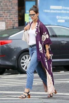 Katie Holmes Shows Us How To Wear A Summer Kimono