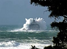 Tillamook Lighthouse as seen from Ecola State Park - been there, seen that - with smaller waves.