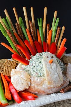 Amaze your family and friend with this Showstopper Thanksgiving Turkey Bread Bowl Appetizer with Creamy Spinach Ranch Dip. He's super easy to recreate, and Mr. Tom Turkey's tail feathers play double duty as the dippers. What could be more fun? - Kudos Kitchen by Renee - www.kudoskitchenbyrenee.com