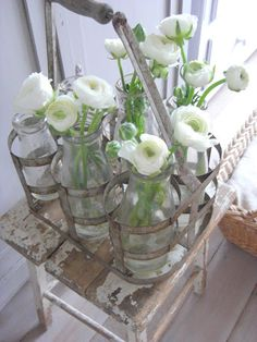 Zomer(s) huis - Ellen Vlinder - Picasa Web Albums Shabby Chic Farmhouse, Vintage Shabby Chic, Shabby Chic Style, Cottage Chic, Cottage Style, All Flowers, Beautiful Flowers, White Flowers, Antique Decor