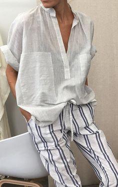 Two Pinstripe Pocket Shirt - Stripe Mode Hippie, Looks Street Style, Casual Outfits, Fashion Outfits, Mode Style, Minimalist Fashion, Spring Outfits, Lounge Wear, Ideias Fashion