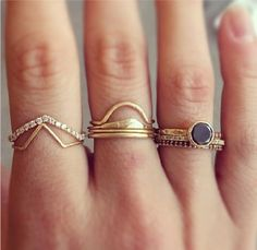 i usually don't like a lot of rings but here i like it a lot, really nice, so simple