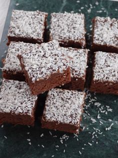 Knowing what Digital Camera Accessories you Need Baking Recipes, Dessert Recipes, Fika, Food Inspiration, Digital Camera, Cravings, Sweet Tooth, Deserts, Food And Drink