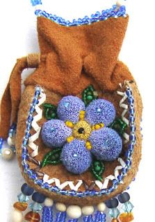 Made by Thelma Claffey of Huslia AK, this amulet bag of moosehide features caribou tufting, quill work and beads of ivory and amber. Beaded Purses, Beaded Bags, Native American Animals, Contemporary Decorative Art, Native Wears, Mojo Bags, Bone Jewelry, Nativity Crafts, Native American Beadwork