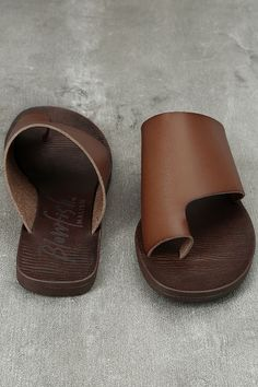 Every sun-loving darling needs the Blowfish Dalla Scotch Tan Slide Sandals! Sleek scotch vegan leather starts at a toe loop upper, and carries into a wide toe strap. Slide-on design.
