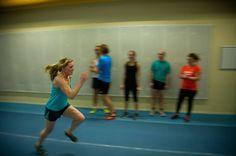 löpning 60 meter på Bosön med Runday springa på bana springa i grupp