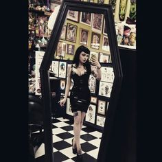 I really want a coffin mirror in my future house just cuz
