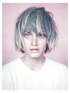 Amber Valletta by Paolo Roversi for French Glamour, September 1994 >>> HAIRCU. Amber Valletta by P Short Hair With Bangs, Hairstyles With Bangs, Short Hair Cuts, Short Hair Styles, Hair Bangs, Choppy Hair, Ombre Bob With Bangs, Choppy Cut, Asymmetrical Bangs