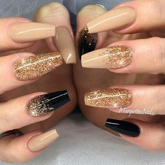21 Golden Nails Art Ideas to Try This Season Beautiful Gold Glitter Nails De Golden Nail Art, Golden Nails, New Years Nail Designs, Nail Art Designs, Nails Design, Pedicure Designs, Ongles Beiges, New Years Eve Nails, New Year's Nails