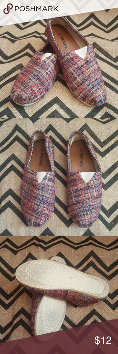 Tweed material tom style shoes size 10 Like New wore 1 time These shoes are like a tom style shoes. Made by shoes of soul Size 10 Red blue rust and gray color tweed Fusion insole Smoke Free home shoes of soul Shoes Flats & Loafers