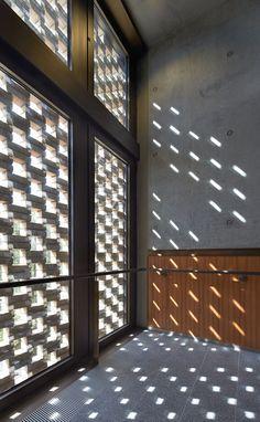 Bronze solar shading slides - Colorminium