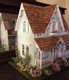 Dollhouse Design, Dollhouse Kits, Dollhouse Miniatures, Putz Houses, Fairy Houses, Contemporary Cottage, Barbie House, Miniature Houses, Small World