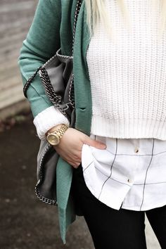 These layers and this green sweater are perfect for winter! #winterwear #fashion #outfit #wintershoes