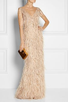 Oscar de la Renta - Feather and crystal-embellished tulle gown Yes To The Dress, Dress Me Up, Tulle Gown, Playing Dress Up, Elegant Dresses, World Of Fashion, Evening Gowns, Designer Dresses, Celebrity Style